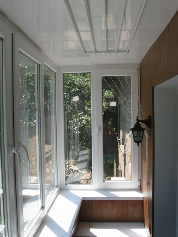 Остекление балкона с выносом в королеве..