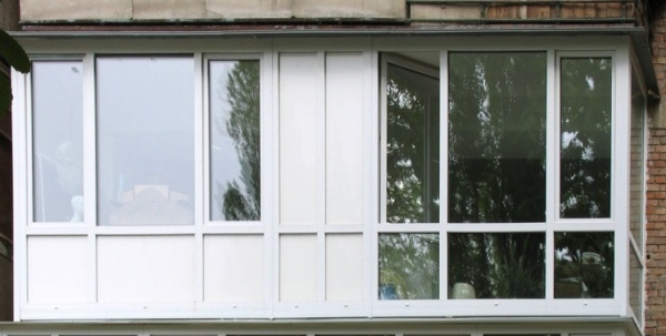 Сколько стоит пластиковое окно на шестиметровый балкон..