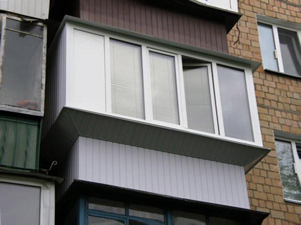 Остекление балконов с выносом по полу и подоконнику - окна г.