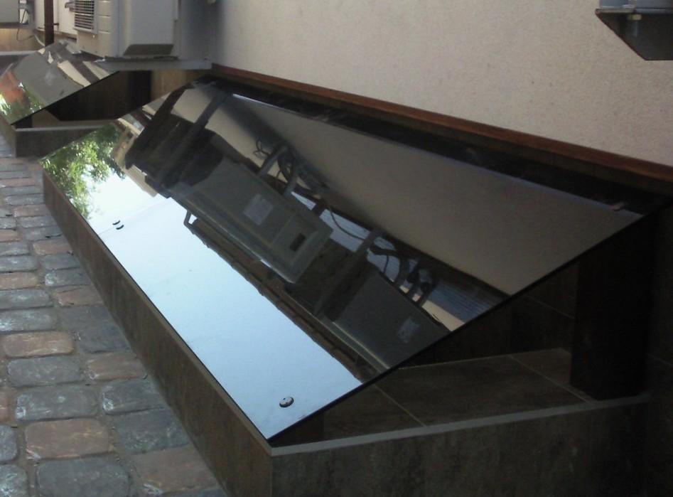 приямок подвального окна